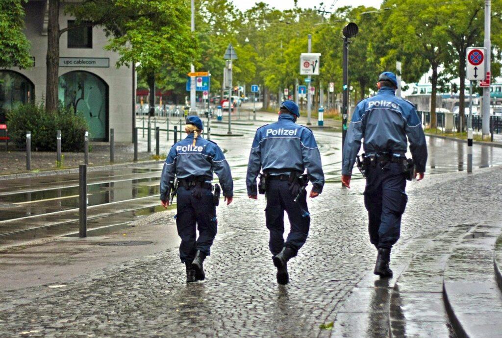 Online Beratung => Welche Versicherungen sollten Polizeibeamte haben?